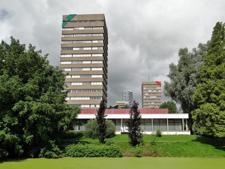 DUO aug. 2011, torens rood en groen, vanaf Bachkade